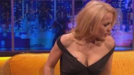 Gillian.Anderson-The.Jonathan.Ross.Show.14.12.2013.720p-28