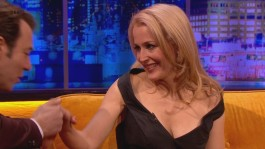 Gillian.Anderson-The.Jonathan.Ross.Show.14.12.2013.720p-51