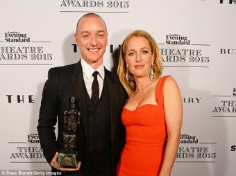 2EB54A4200000578-3329500-Congrats_Gillian_Anderson_presented_the_Scottish_actor_with_the_-a-135_1448242968710