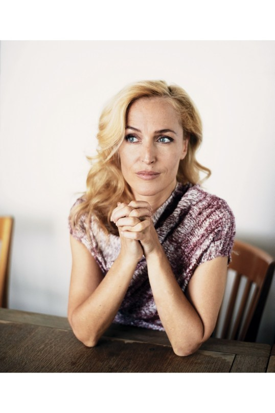Gillian-Anderson-p99-Vogue-4Dec15-Benjamin-McMahon_b
