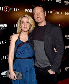 """LOS ANGELES, CA - JANUARY 12: Actress Gillian Anderson (L) and actor David Duchovny arrive at the premiere of Fox's """"The X-Files"""" at the California Science Center on January 16, 2106 in Los Angeles, California. (Photo by Kevin Winter/Getty Images)"""