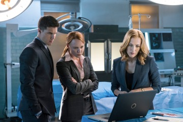 """THE X-FILES: L-R: Guest star Robbie Amell, guest star Lauren Ambrose and Gillian Anderson in the """"My Struggle II"""" season finale episode of THE X-FILES airing Monday, Feb. 22 (8:00-9:01 PM ET/PT) on FOX. ©2016 Fox Broadcasting Co. Cr: Ed Araquel/FOX"""