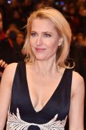 gillian-anderson-at-viceroy-s-house-premiere-in-berlin_3